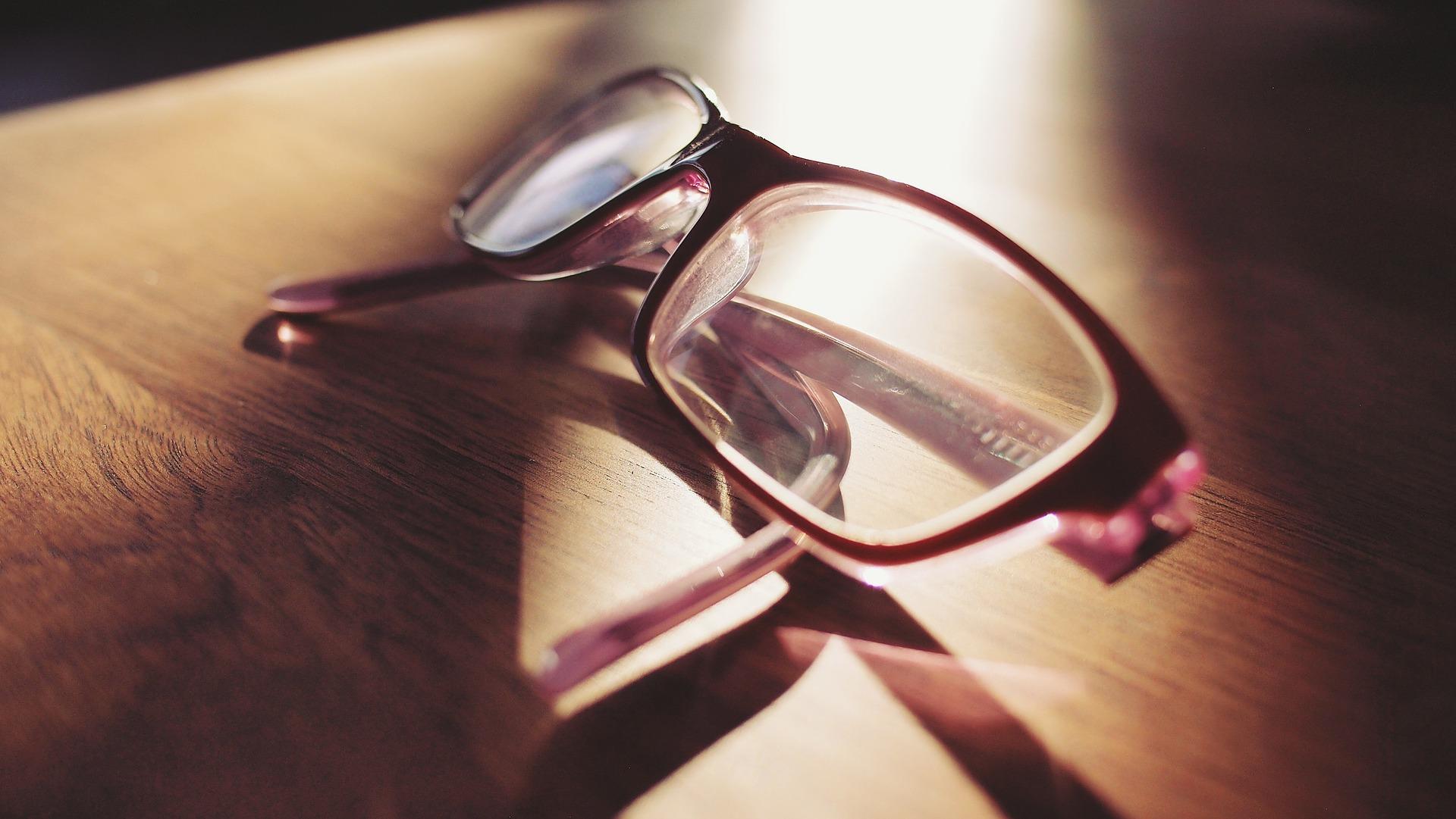 Choroby oczu – jakie objawy powinny niepokoić?